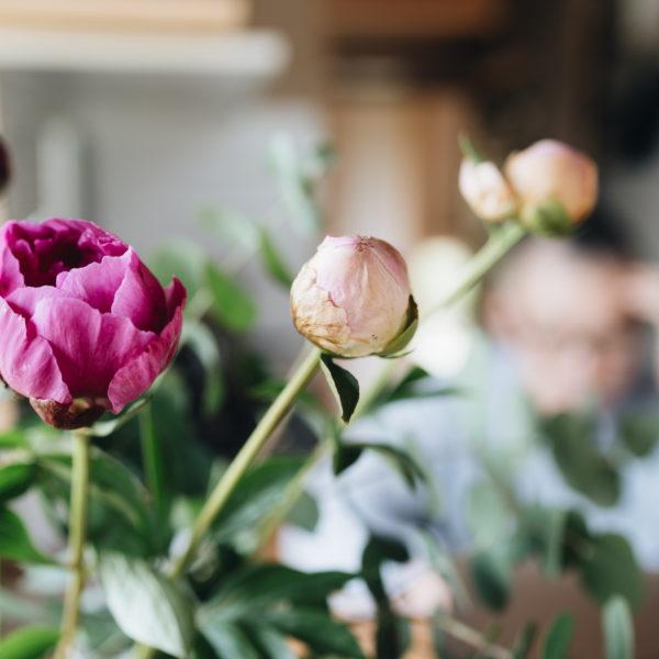 立てば芍薬座れば牡丹歩く姿は百合の花